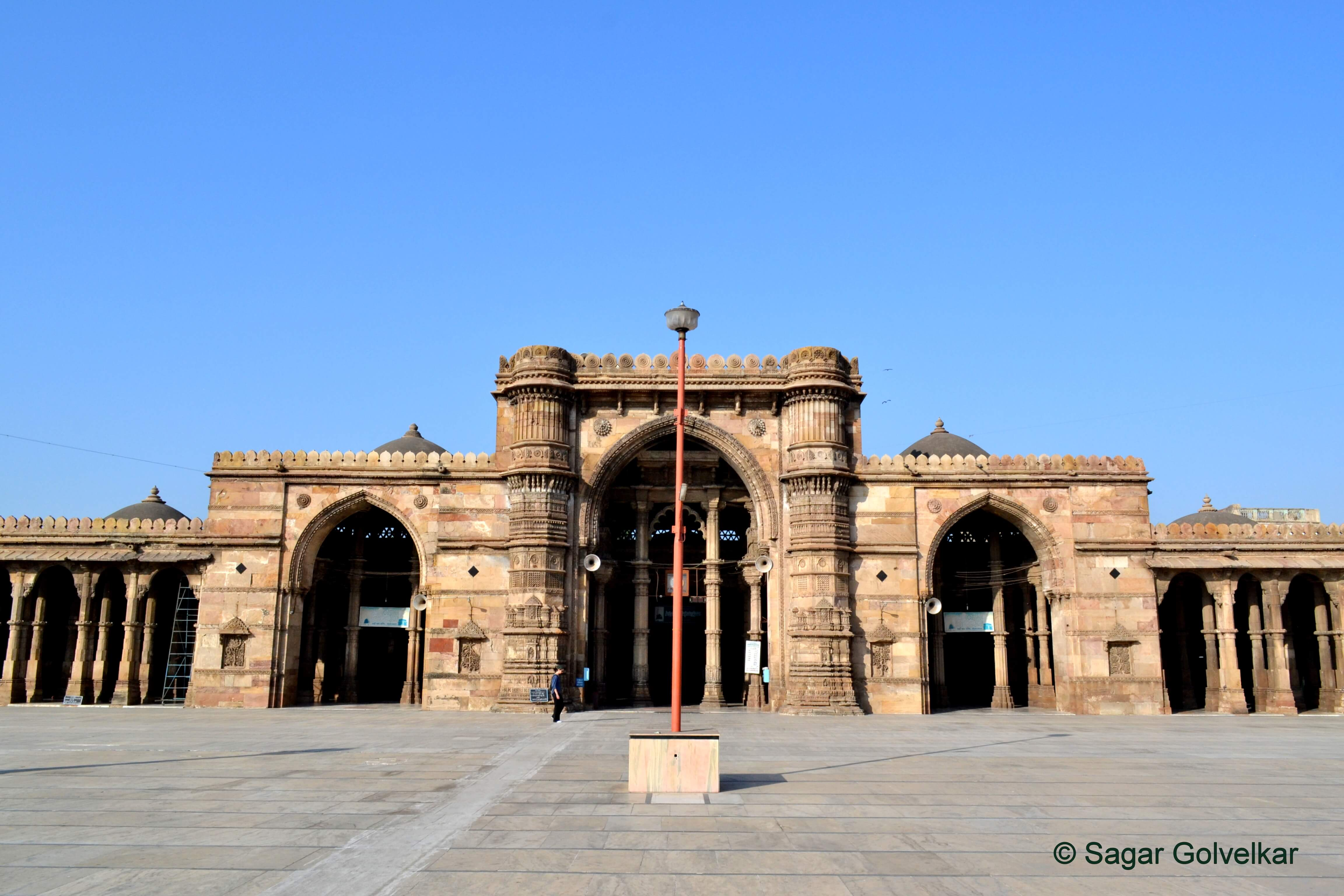 11 Best Places to Visit in Ahmedabad with your Friends, Family & Partner